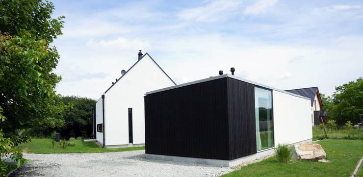 Dom jednorodzinny: styl nowoczesne, w kategorii Domy zaprojektowany przez Grid Architekci