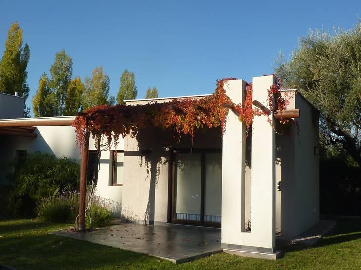 R S H - Vivienda Familiar: Casas de estilo  por ADUO arquitectos