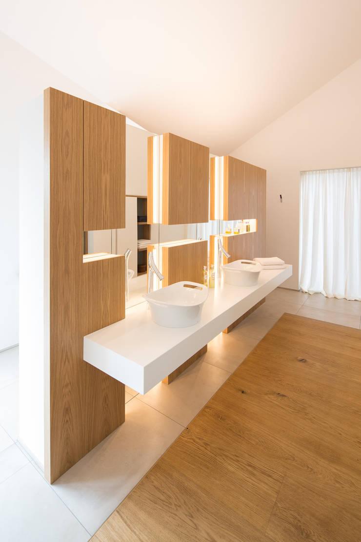 โดย schulz.rooms โมเดิร์น