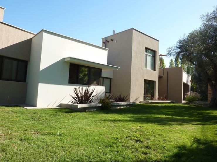 Frente: Casas de estilo  por ADUO arquitectos