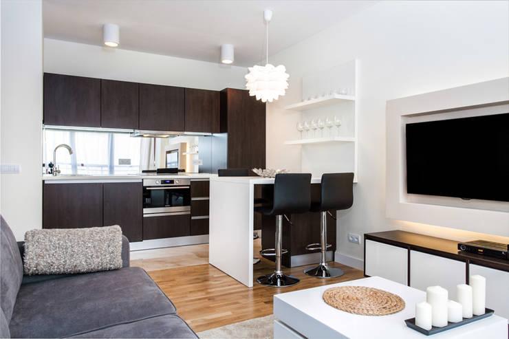 Garden Residence 11 - 32m2: styl , w kategorii Kuchnia zaprojektowany przez UNQO
