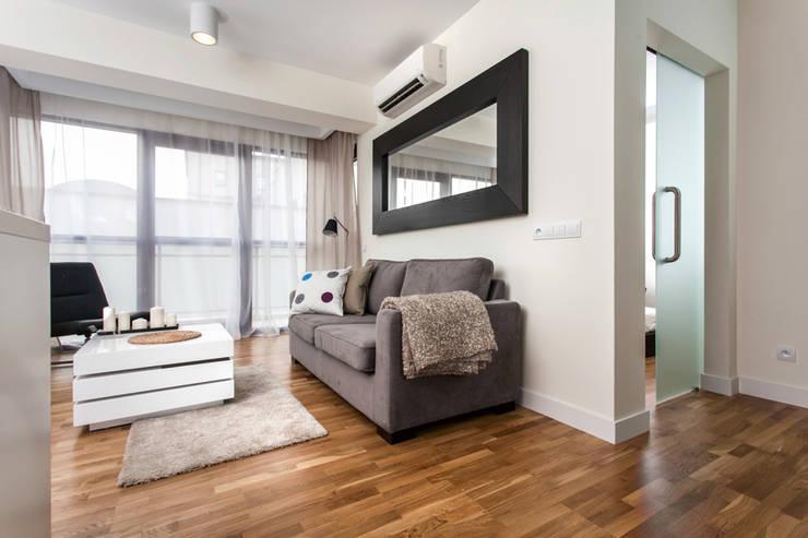 Garden Residence 11 – 32m2: styl , w kategorii Salon zaprojektowany przez UNQO