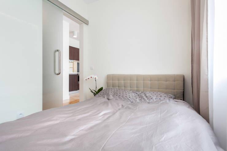 Garden Residence 11 – 32m2: styl , w kategorii Sypialnia zaprojektowany przez UNQO