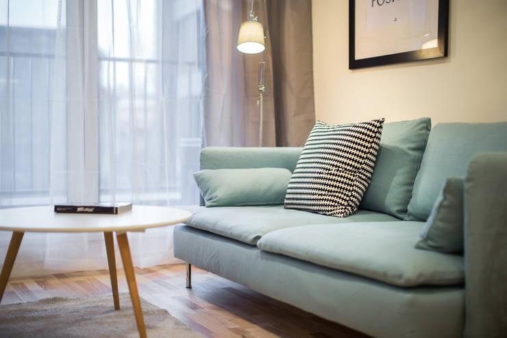 Nadwiślańska 11 – 37m2: styl , w kategorii Salon zaprojektowany przez UNQO