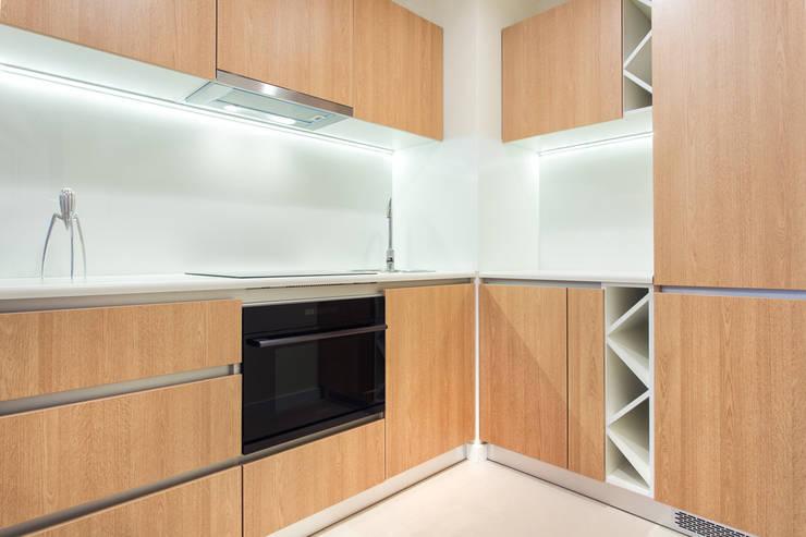Nadwiślańska 11 – 37m2: styl , w kategorii Kuchnia zaprojektowany przez UNQO
