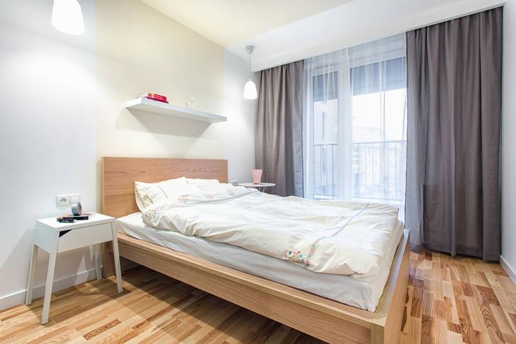 Nadwiślańska 11 – 37m2: styl , w kategorii Sypialnia zaprojektowany przez UNQO
