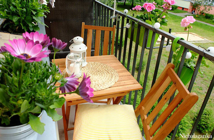 Aranżacja małego balkonu: styl , w kategorii Taras zaprojektowany przez Niebałaganka,Klasyczny