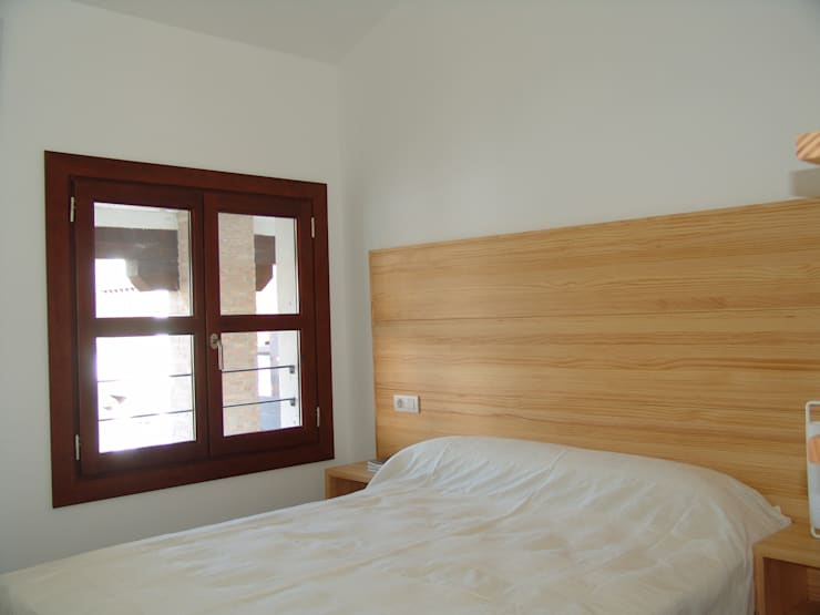 Elementos decorativos a la vez que funcionales: Puertas y ventanas de estilo  de Conely