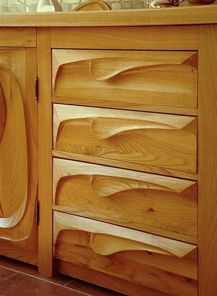 Falująca kuchnia - szuflady: styl , w kategorii Kuchnia zaprojektowany przez MW Pracownia Mebli Piotr  Wojtanowski