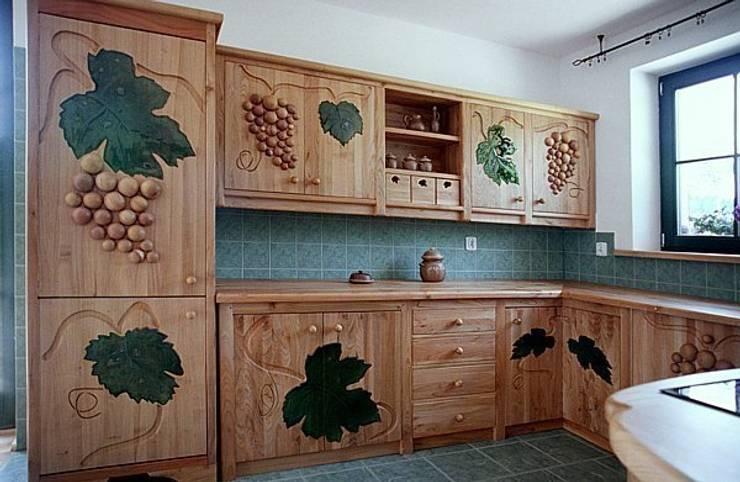Meble kuchenne z jadalnią - bachanalia: styl , w kategorii  zaprojektowany przez MW Pracownia Mebli Piotr  Wojtanowski,Rustykalny