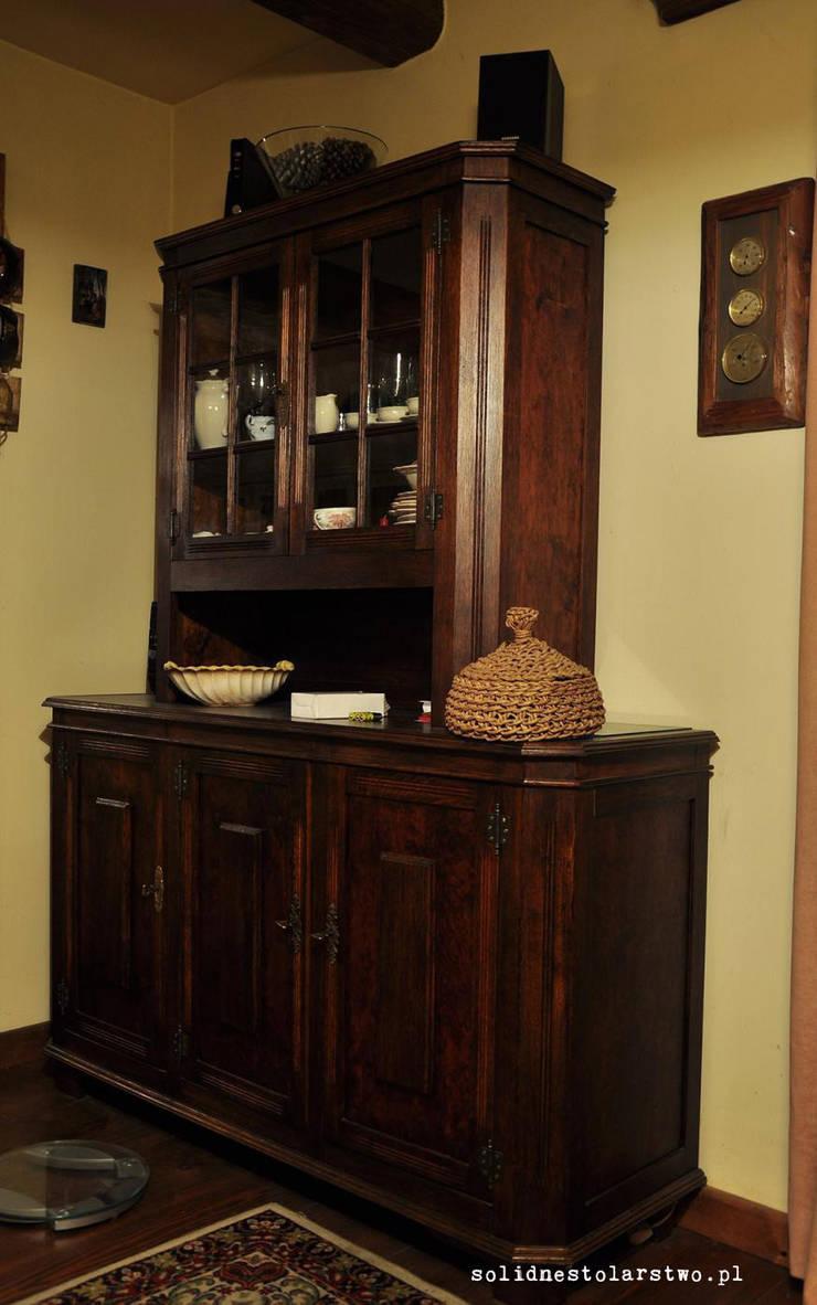 Meble rustykalne, drewniane rzeżbione ręcznie – do salonu: styl , w kategorii Salon zaprojektowany przez Zakład Stolarski Robert Latawiec
