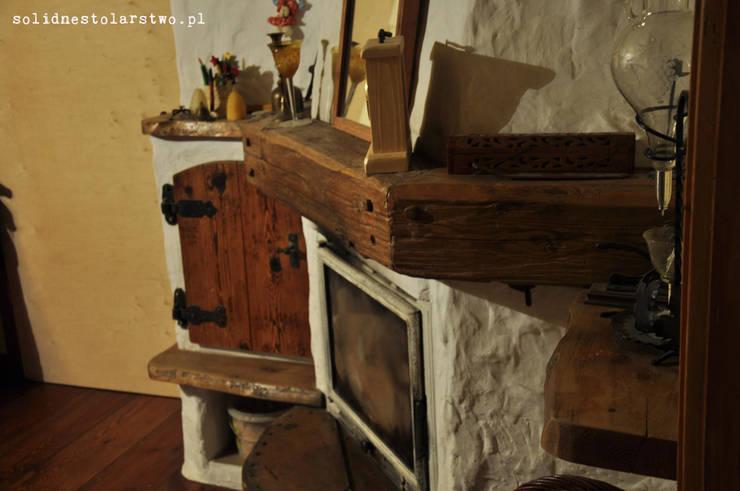Meble rustykalne, drewniane rzeżbione ręcznie - do salonu: styl , w kategorii Salon zaprojektowany przez Zakład Stolarski Robert Latawiec