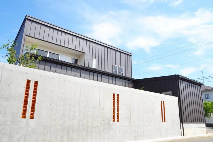 Дома в стиле модерн от 家楽舎 木田智滋住宅研究室 Модерн