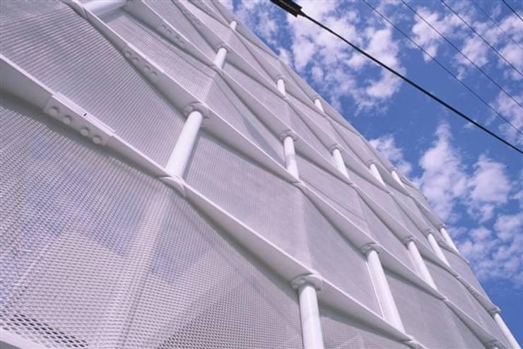 沖縄的スクリーンハウス: アアキ前田 株式会社が手掛けた家です。,モダン