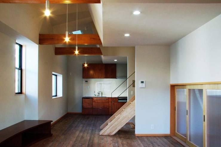 MSGS 真砂のコンパクトな家: 太田則宏建築事務所が手掛けたリビングです。