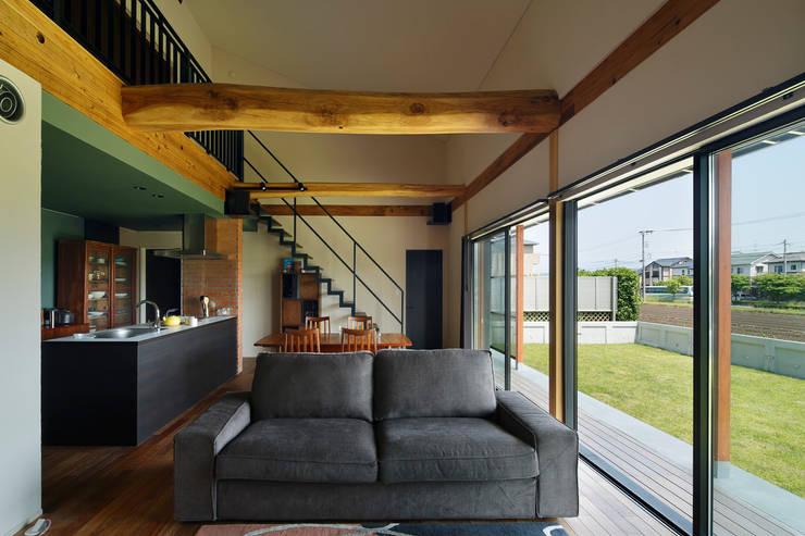 菊陽の家: アートレ建築空間 一級建築士事務所が手掛けたリビングです。