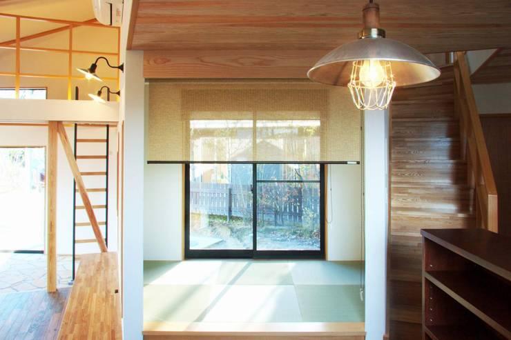 ARGA 姶良の雑木林の家: 太田則宏建築事務所が手掛けた和室です。