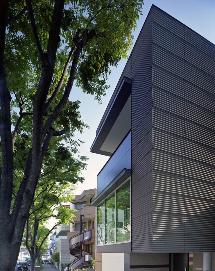 U邸: アートレ建築空間 一級建築士事務所が手掛けた家です。
