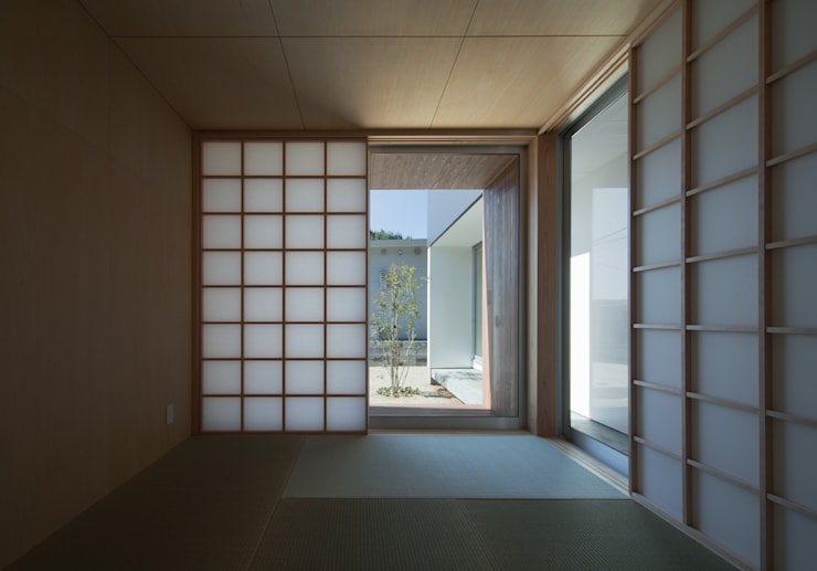 ALLEY HOUSE: 吉田慎二/建築・計画ワイズスタジオが手掛けた寝室です。