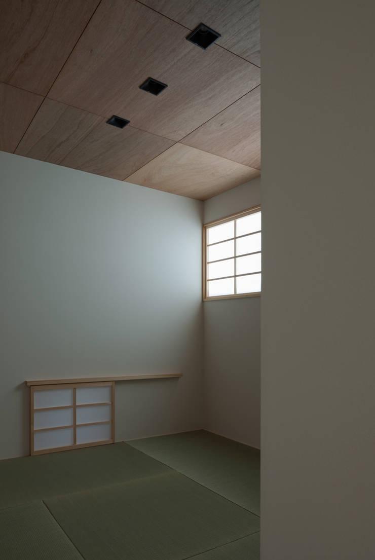 anguilla house: 吉田慎二/建築・計画ワイズスタジオが手掛けた寝室です。
