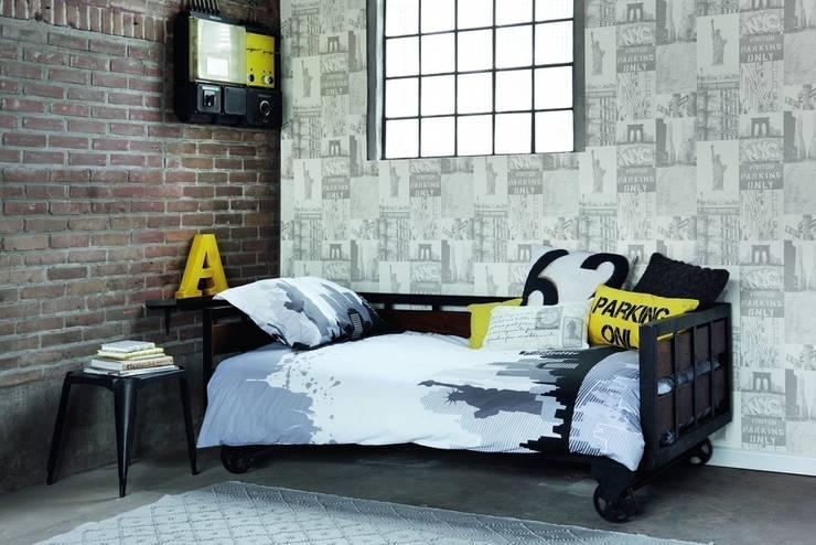 Collage NY: Dormitorios de estilo moderno de Papel Pintado Saint Honoré