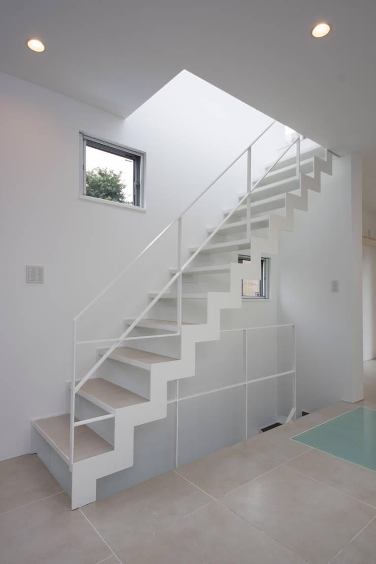 T-HOUSE/階段: アトリエ・ノブリル一級建築士事務所が手掛けた廊下 & 玄関です。