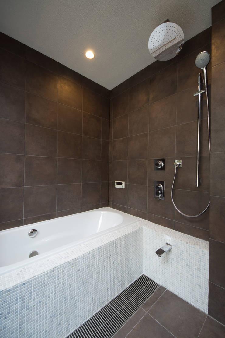 T-HOUSE/BATHROOM: アトリエ・ノブリル一級建築士事務所が手掛けた浴室です。