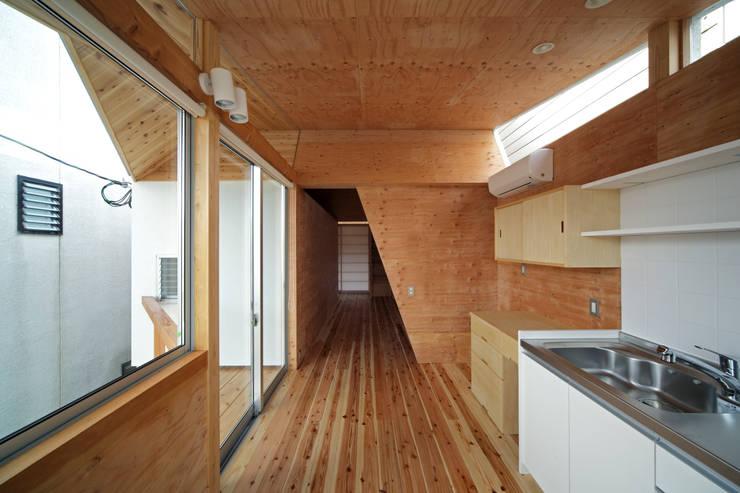 K氏のアトリエ  ダイニング: 塔本研作建築設計事務所が手掛けたダイニングです。