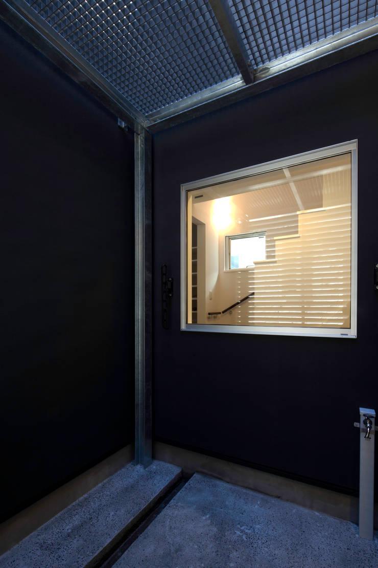 代沢の家/中庭: アトリエ・ノブリル一級建築士事務所が手掛けた家です。