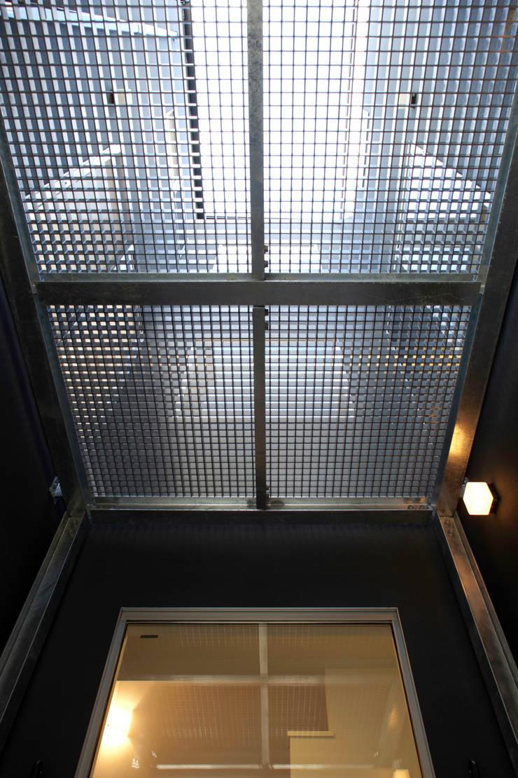 代沢の家/中庭: アトリエ・ノブリル一級建築士事務所が手掛けたテラス・ベランダです。
