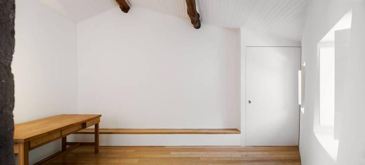 Soggiorno in stile  di Atelier Central Arquitectos
