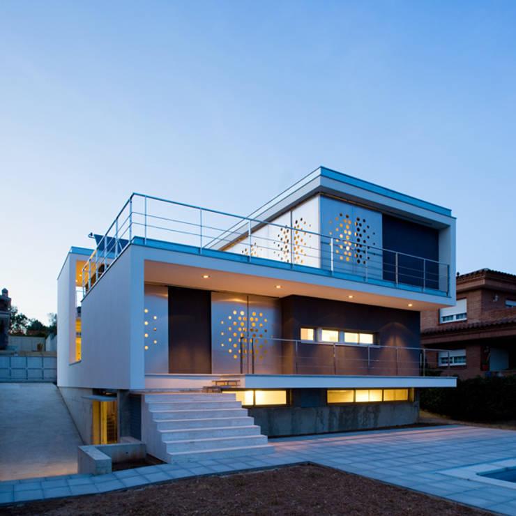 casa Ch_V: Casas de estilo minimalista de AGUA_architects