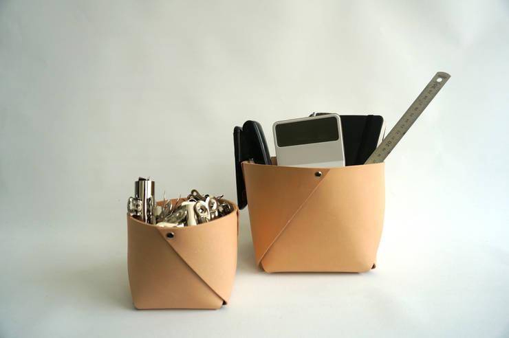 leather container West, medium:  Studeerkamer/kantoor door ROWOLD