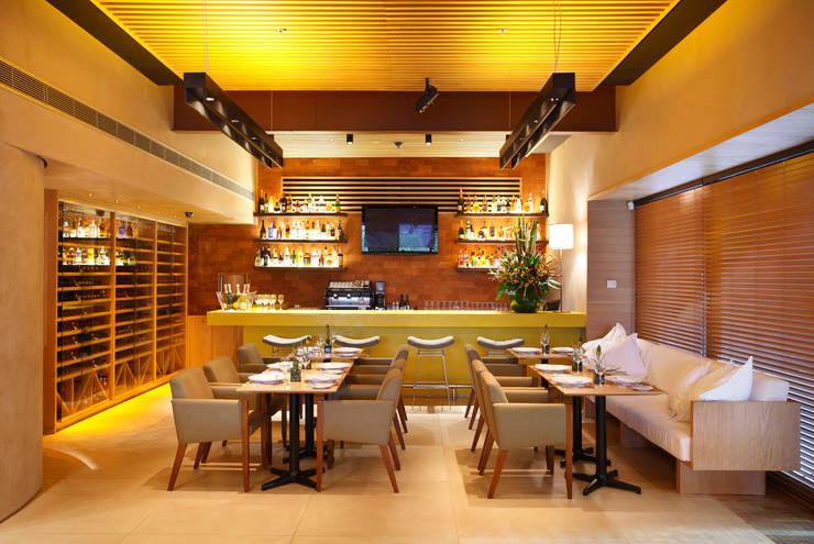Restaurante: Espaços gastronômicos  por Bel Castro Arquitetos
