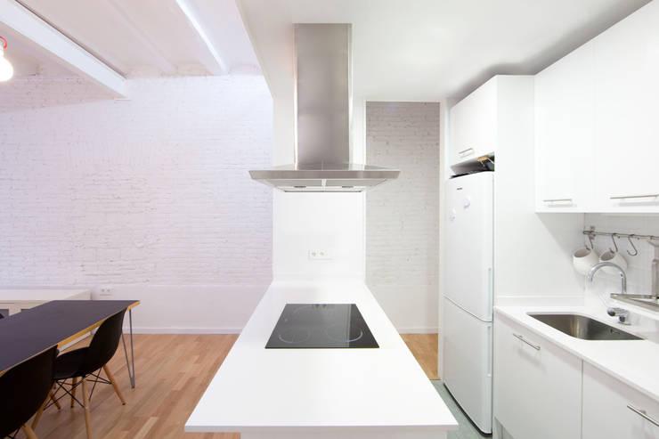 modern Kitchen by Dolmen Serveis i Projectes SL