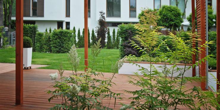 widok z tarasu: styl , w kategorii  zaprojektowany przez Autorska Pracownia Architektury Krajobrazu Jardin ,