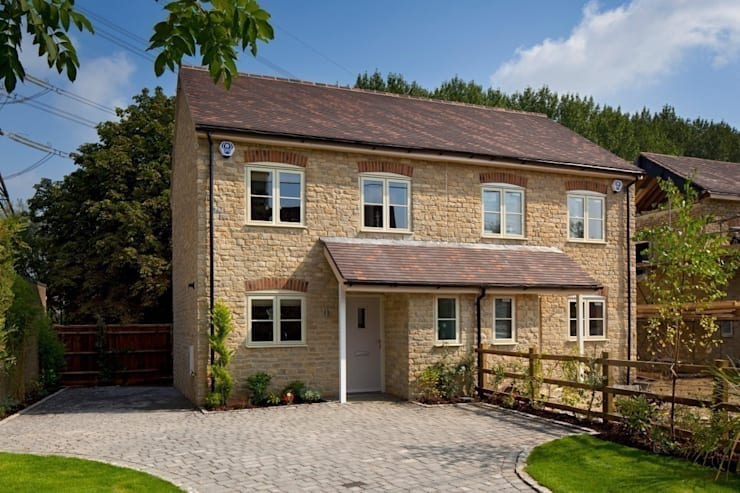 Cotswold Cottage:  Houses by Emma & Eve Interior Design Ltd