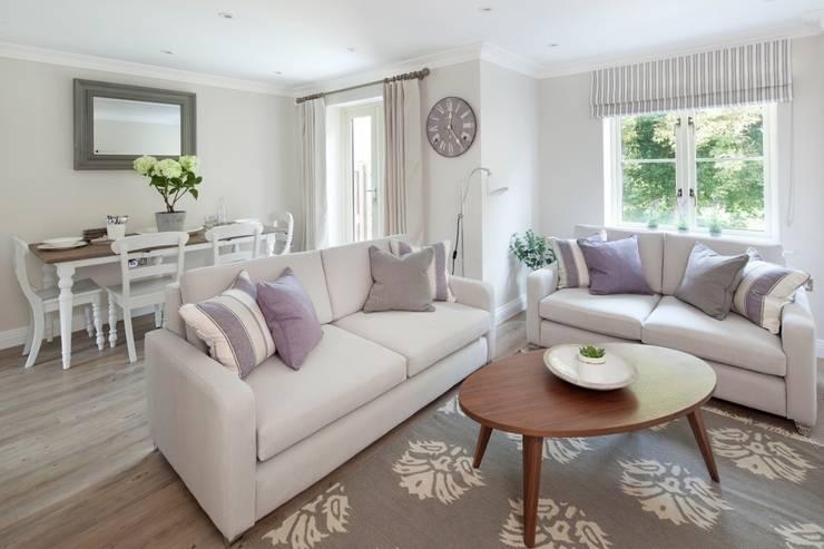 Cotswold Cottage:  Living room by Emma & Eve Interior Design Ltd