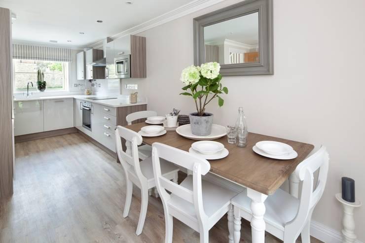 Cocinas de estilo  por Emma & Eve Interior Design Ltd, Rural