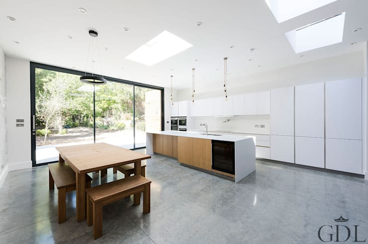 St Mary's Crescent, London - Kitchen Extension: minimalistic Dining room by Grand Design London Ltd