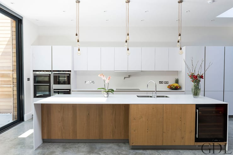 St Mary's Crescent, London - Kitchen Extension: minimalistic Kitchen by Grand Design London Ltd