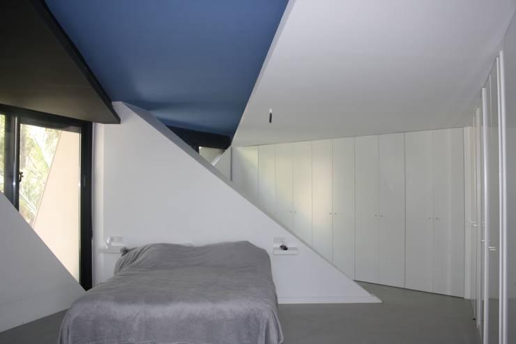 PROYECTO 4: Dormitorios de estilo  de LOWDECOR