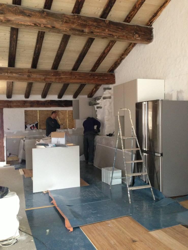 Val D'isere France:  Kitchen by CasaNora, Modern