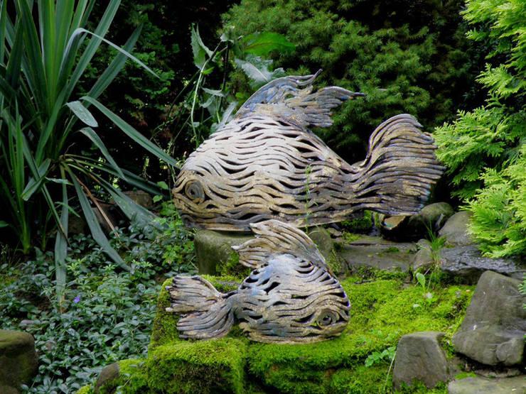 Rzeźba ogrodowa: styl , w kategorii Ogród zaprojektowany przez Pracownia Ceramiki Artystycznaj
