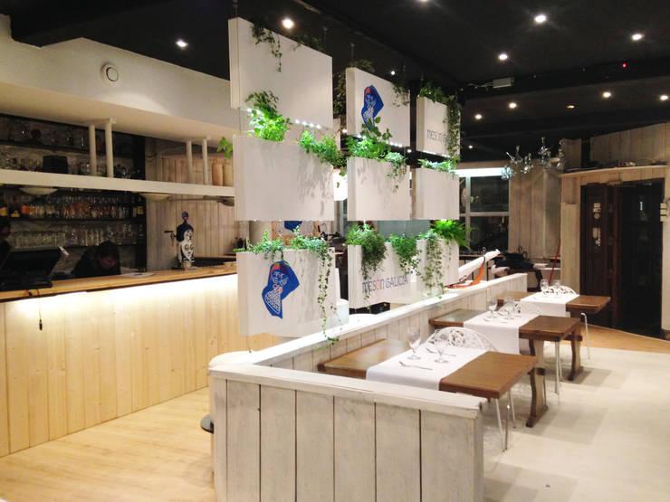 Cortina Vegetal Serastone: Locales gastronómicos de estilo  de Systemclip by Serastone