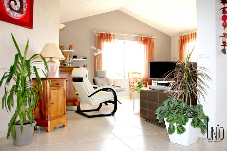 Salas / recibidores de estilo  por Uniq intérieurs
