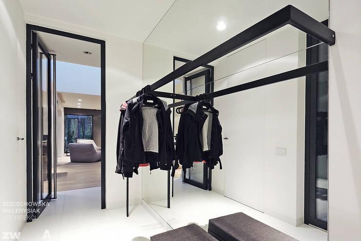 M - house: styl , w kategorii Korytarz, przedpokój zaprojektowany przez zwA Architekci