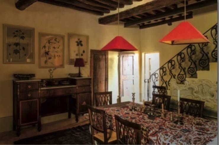 Sala da pranzo: Sala da pranzo in stile in stile Classico di Studio Mazzei Architetti