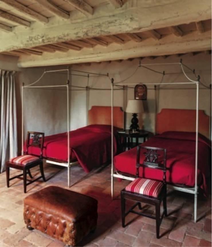 Camera degli ospiti: Camera da letto in stile in stile Classico di Studio Mazzei Architetti