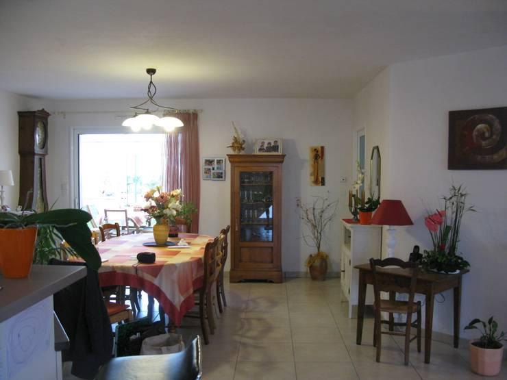 Sala da pranzo in stile in stile Classico di Uniq intérieurs